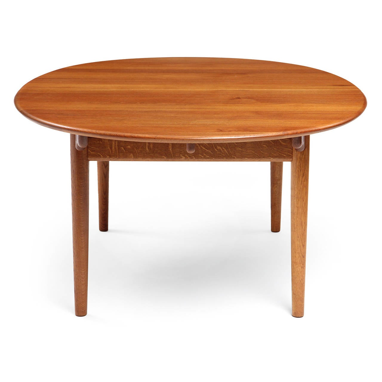 Oval Table by Hans J. Wegner In Excellent Condition For Sale In New York, NY