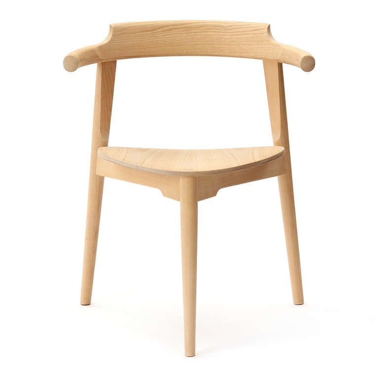 Scandinavian Modern Stackable Three-Legged Chair by Hans J. Wegner For Sale