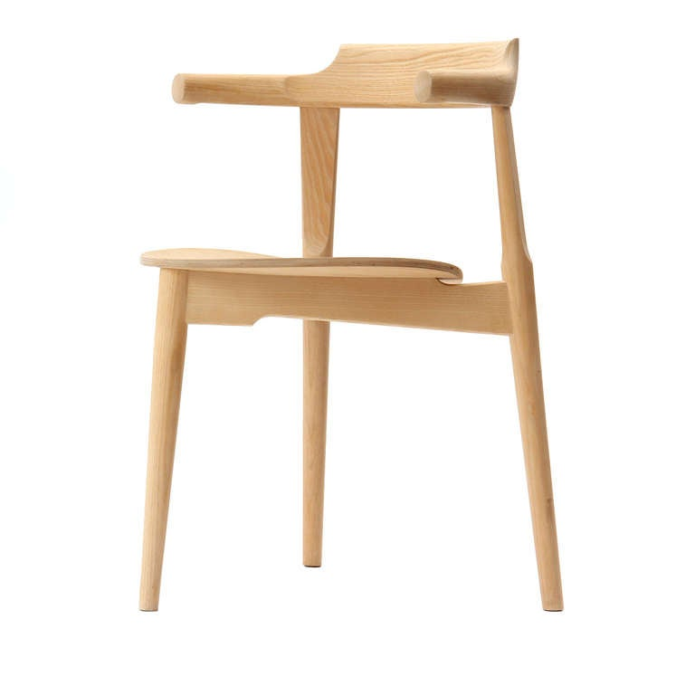 Stackable Three-Legged Chair by Hans J. Wegner 4