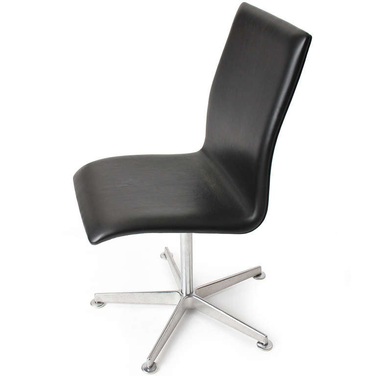 Contemporary Black Leather 'Oxford' Chair by Arne Jacobsen for Fritz Hansen For Sale