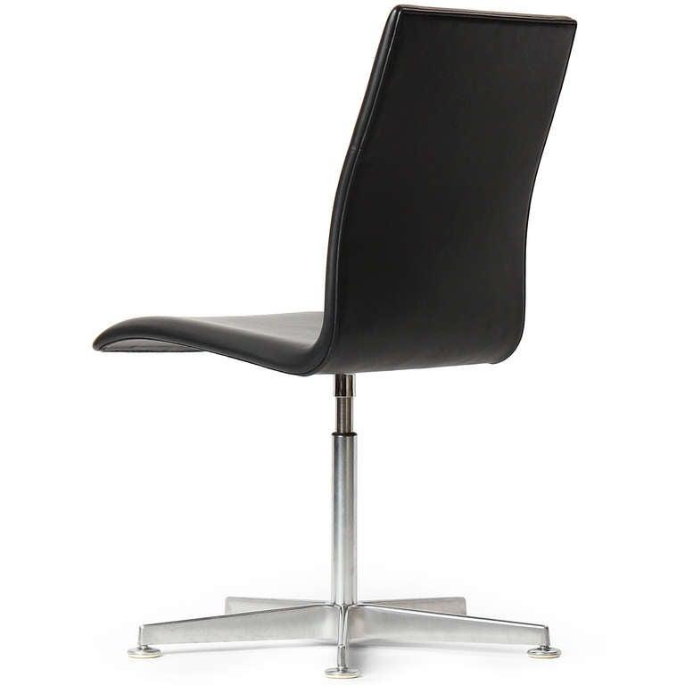 Danish Black Leather 'Oxford' Chair by Arne Jacobsen for Fritz Hansen For Sale