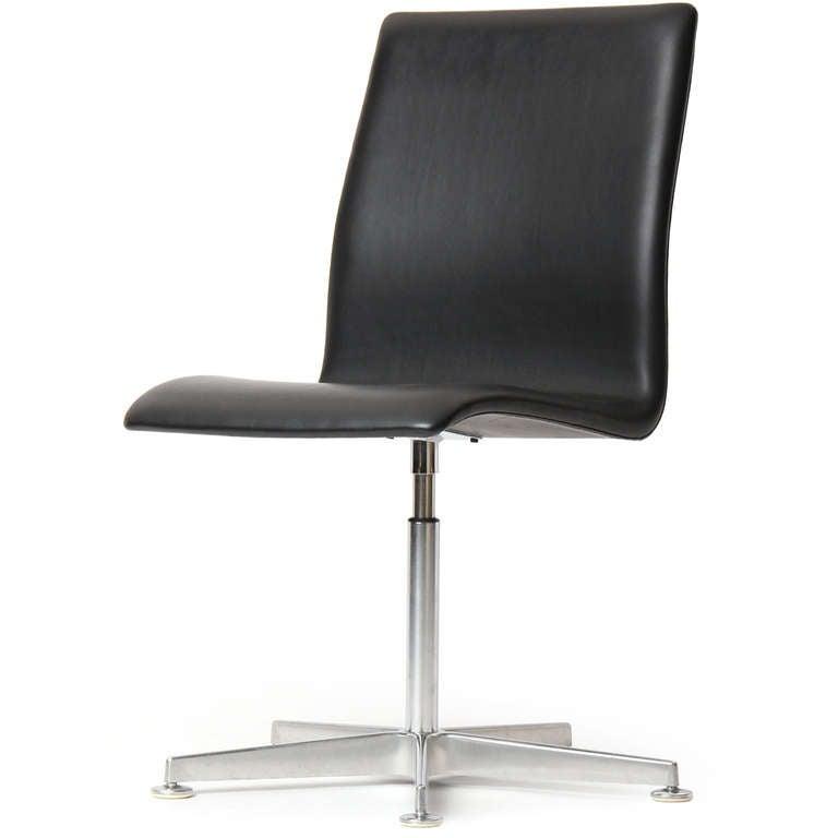 Scandinavian Modern Black Leather 'Oxford' Chair by Arne Jacobsen for Fritz Hansen For Sale