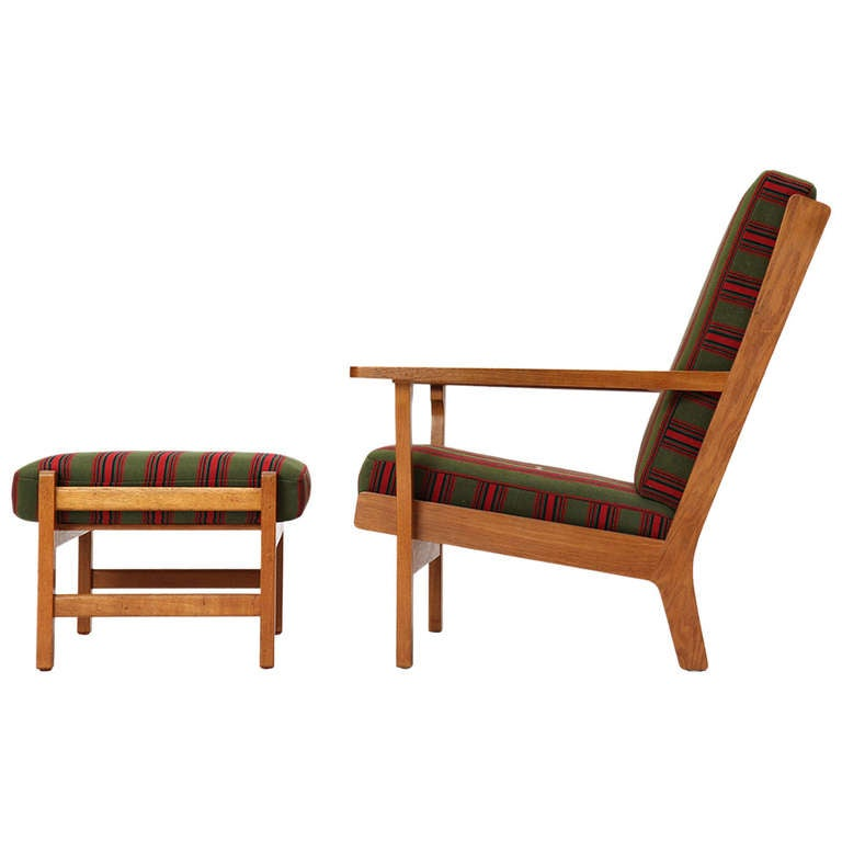 Wide-Arm Easy Chair by Hans Wegner 1