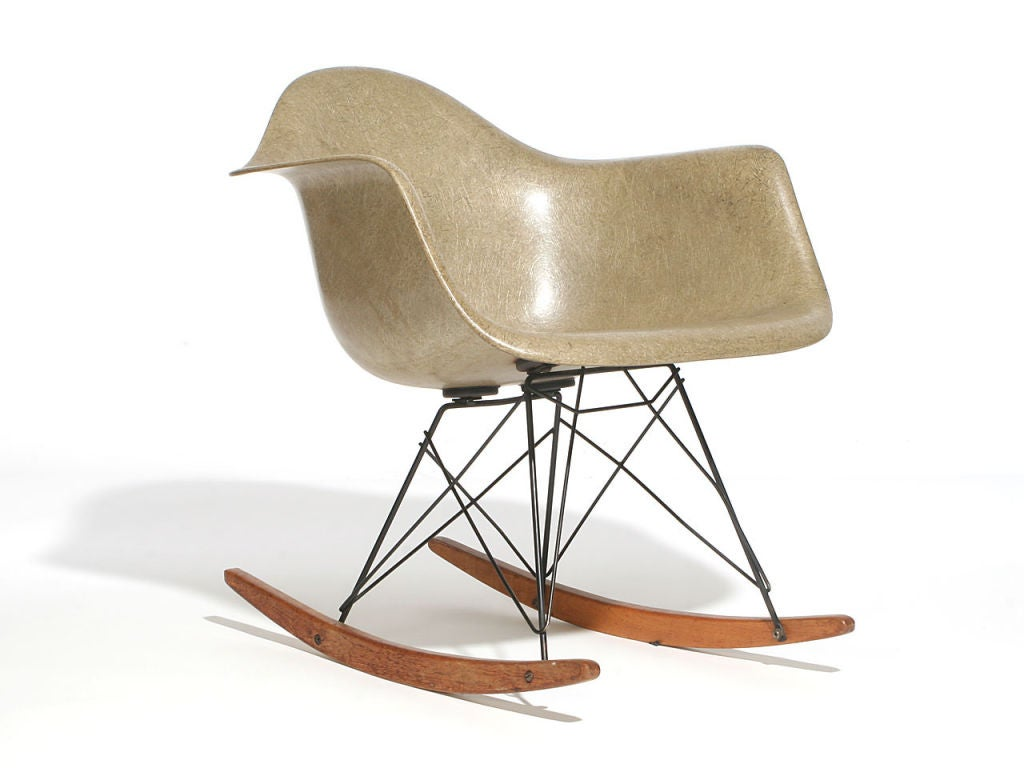 zenith shell rocking chair rare by charles and ray eames. Black Bedroom Furniture Sets. Home Design Ideas