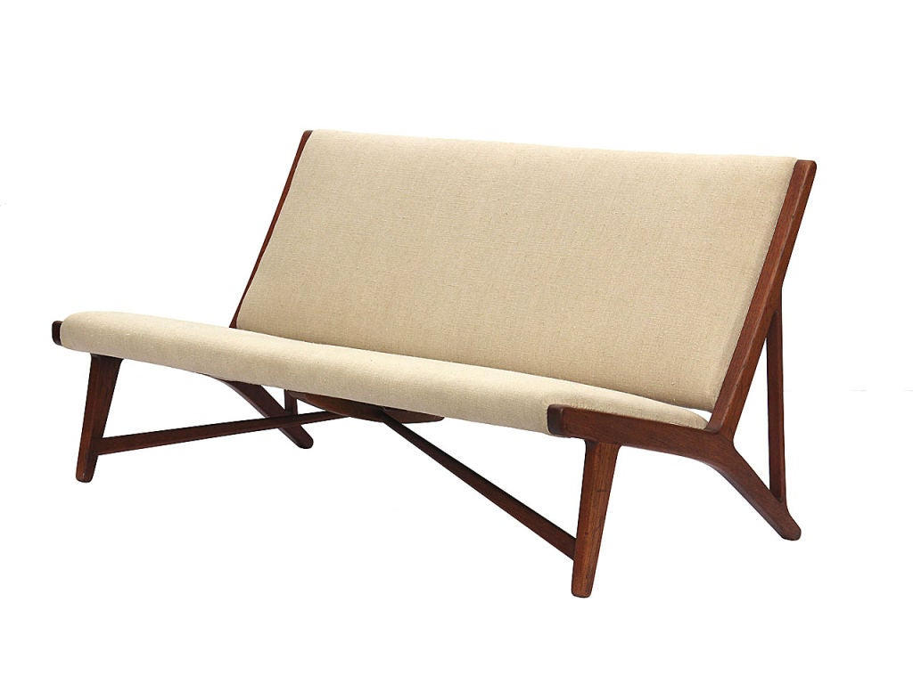 teak and linen settee by Hans Wegner image 3