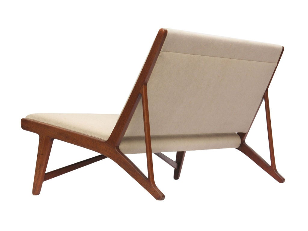 teak and linen settee by Hans Wegner image 5