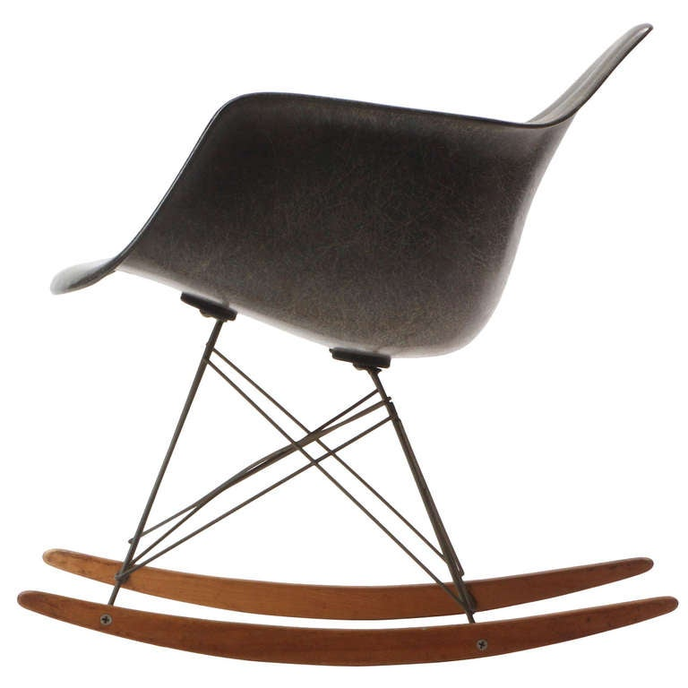rocking chair by charles and ray eames at 1stdibs. Black Bedroom Furniture Sets. Home Design Ideas