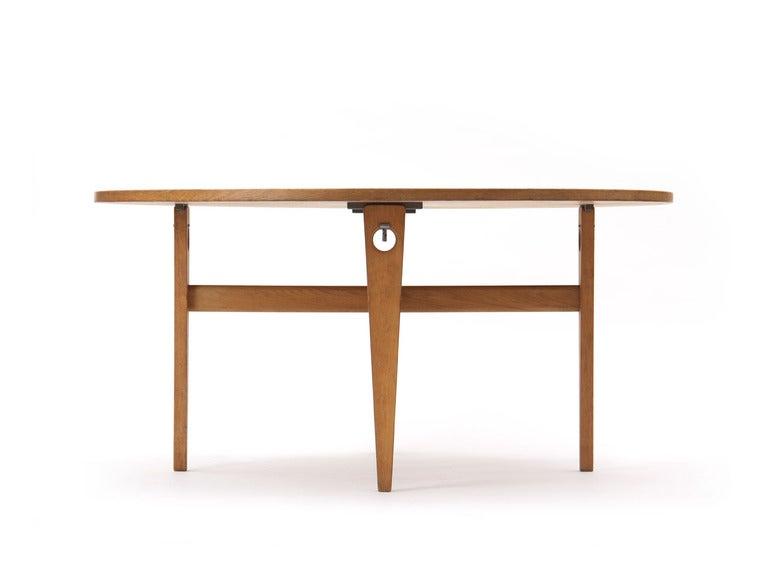 Scandinavian Modern Round Dining Table by Hans J. Wegner For Sale