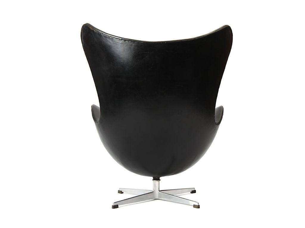 early egg chair by arne jacobsen at 1stdibs. Black Bedroom Furniture Sets. Home Design Ideas