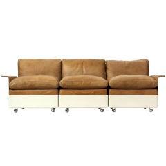 Dreier Sofa aus Leder und Glasfaser