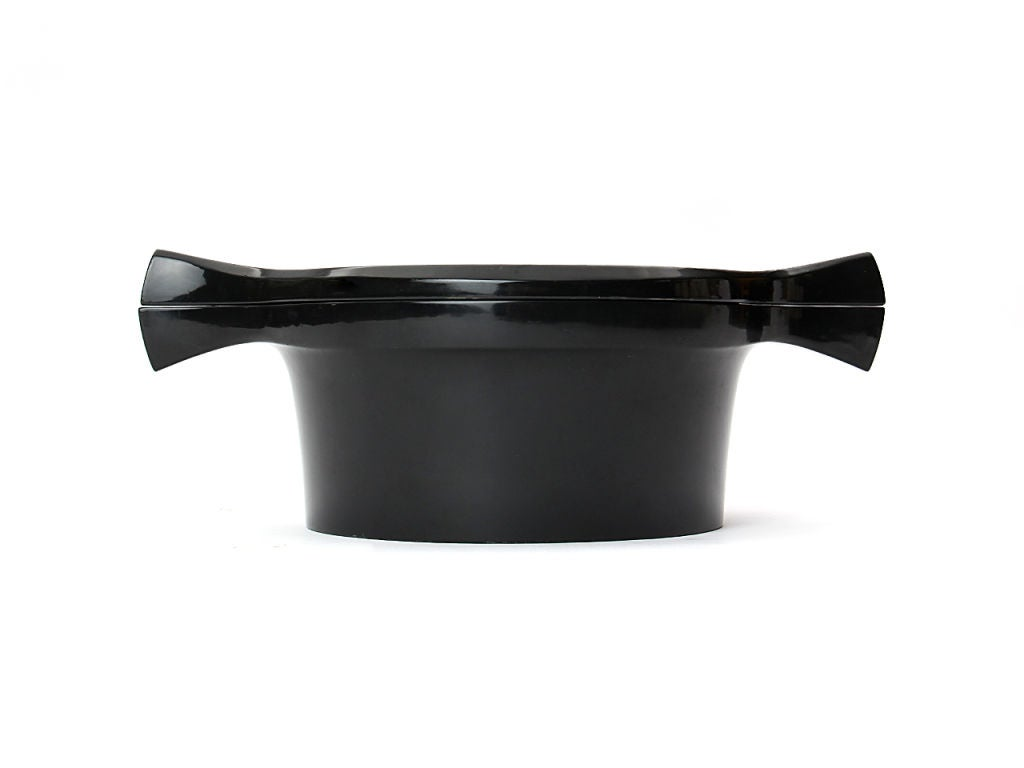 A black lacquered beech container with lid.