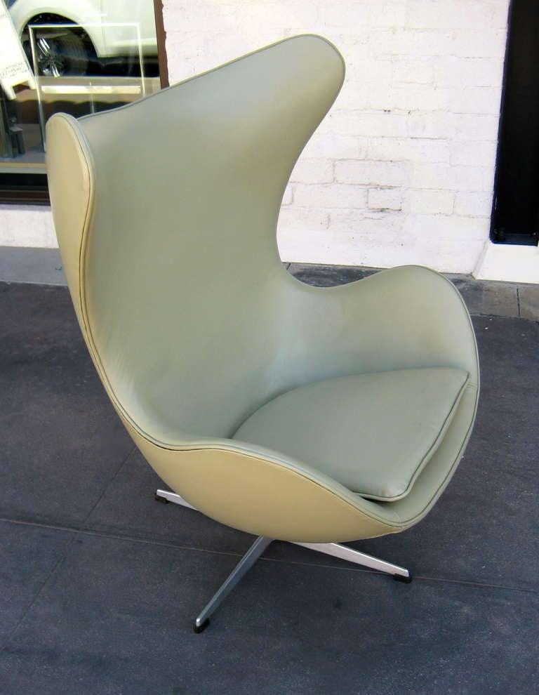 Vintage 1960's  Arne Jacobsen Egg Chair  image 2