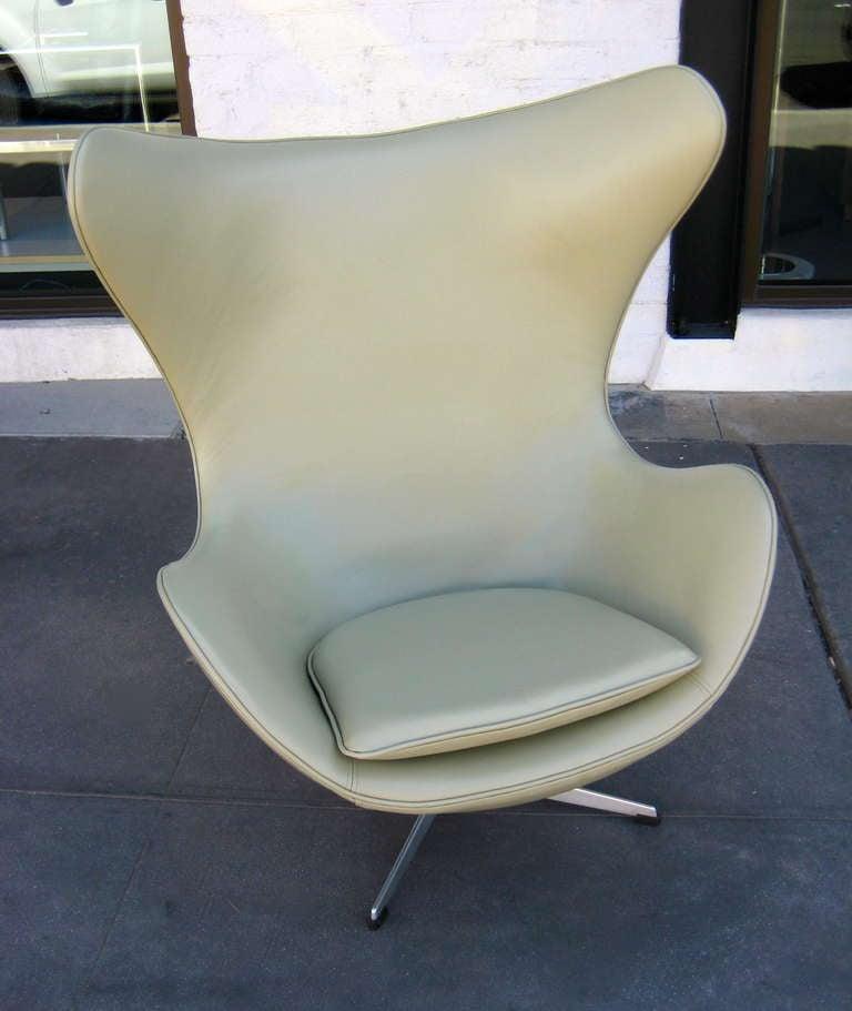 Vintage 1960's  Arne Jacobsen Egg Chair  image 3
