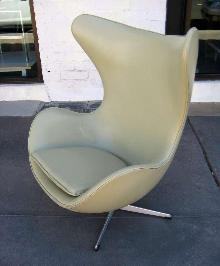 Vintage 1960's  Arne Jacobsen Egg Chair  image 4