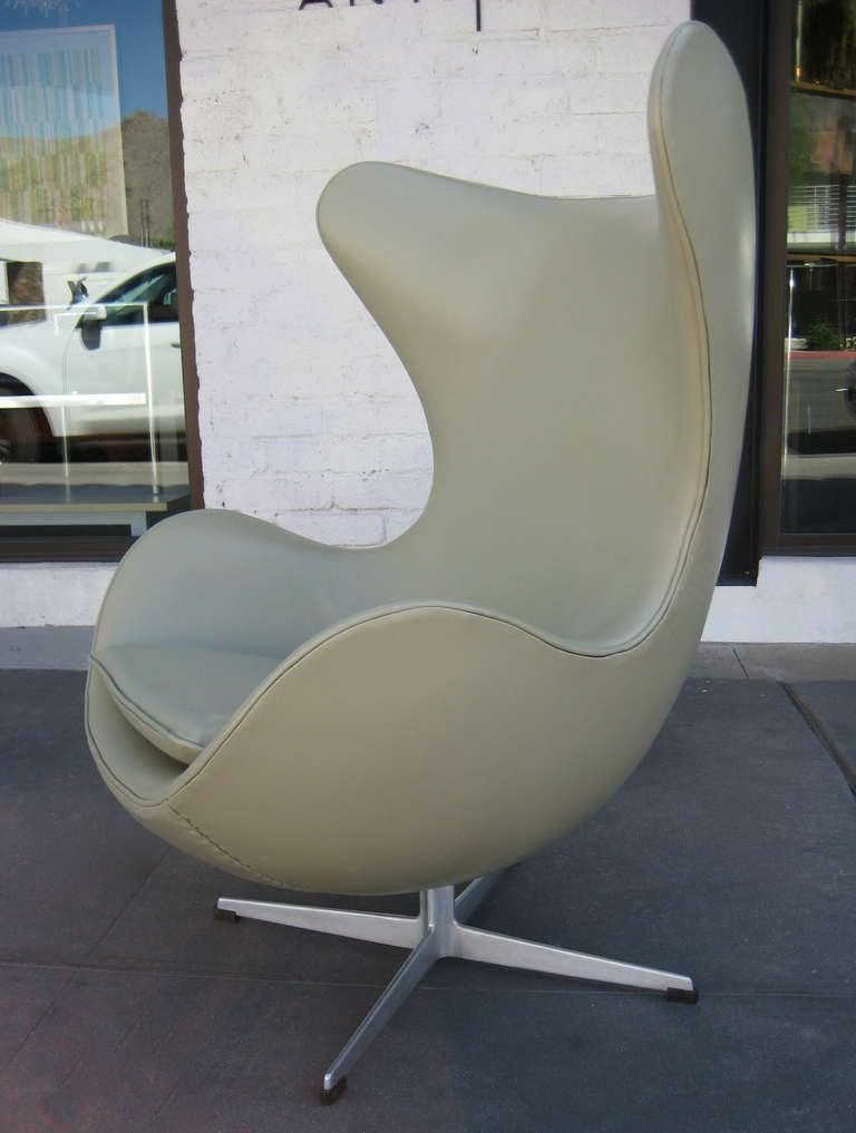 Vintage 1960's  Arne Jacobsen Egg Chair  image 6