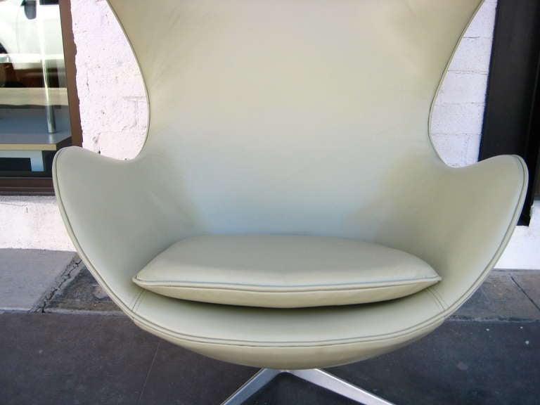 Vintage 1960's  Arne Jacobsen Egg Chair  image 7