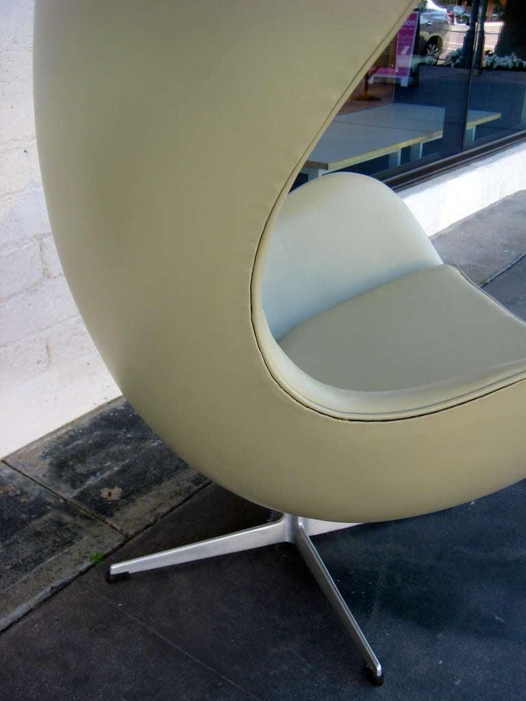 Vintage 1960's  Arne Jacobsen Egg Chair  image 9