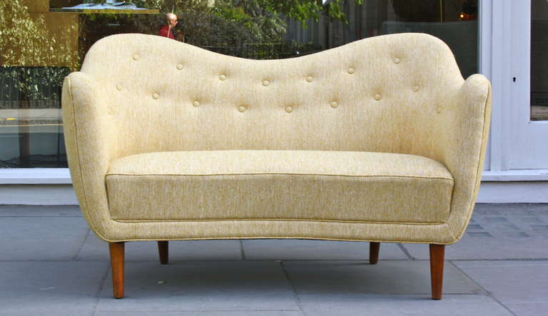 Sculptural small BO46 sofa by Finn Juhl, made by cabinetmakers Bovirke.