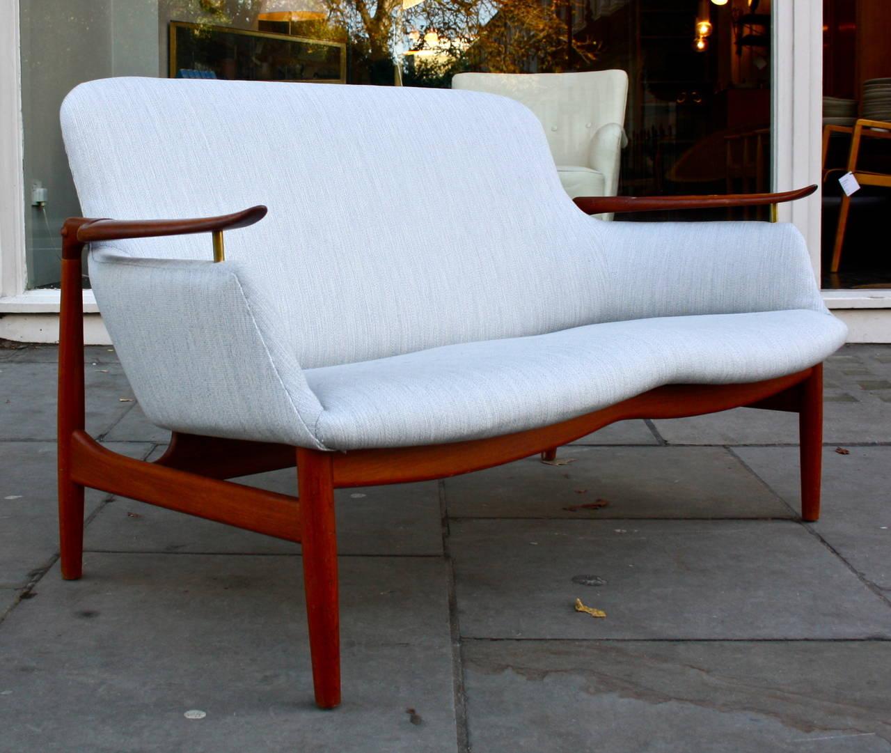 finn juhl nv53 sofa for sale at 1stdibs. Black Bedroom Furniture Sets. Home Design Ideas