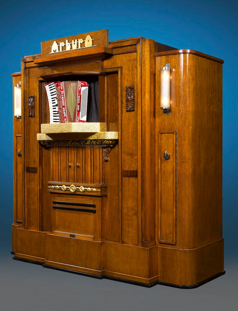 Once a fixture in bustling dance halls, cafés and fairgrounds throughout Belgium and the Netherlands in early to mid 20th century, this incredibly rare, early Orchestrion organ is a masterpiece of automated music. Crafted by the Arburo firm run by