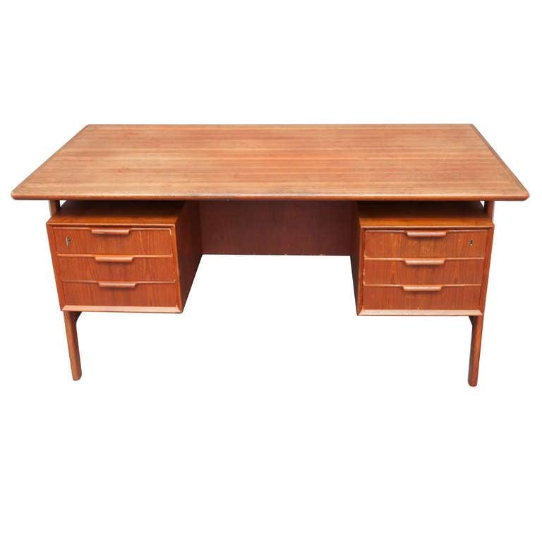 Gunni Omann teak wood free standing desk Denmark circa 1960 For