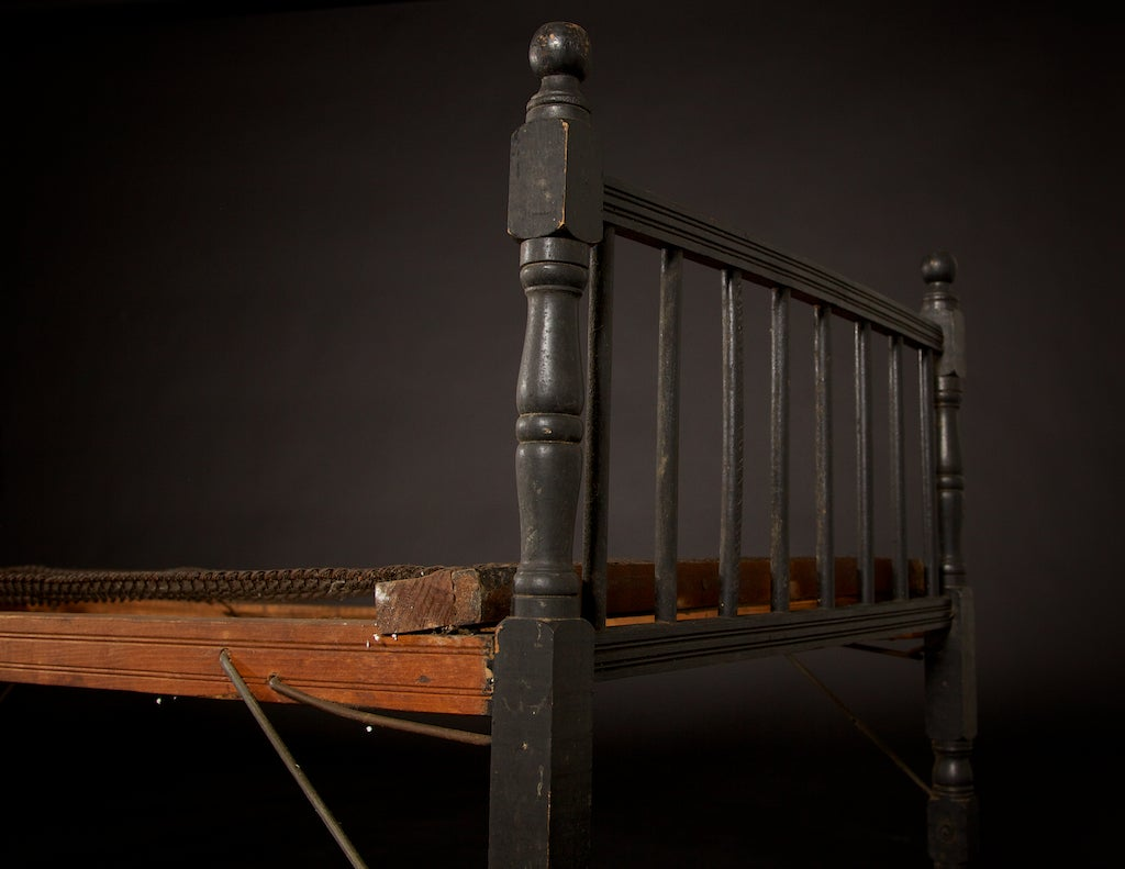 Folding cot or daybed circa 1920 at 1stdibs for Arts and crafts daybed