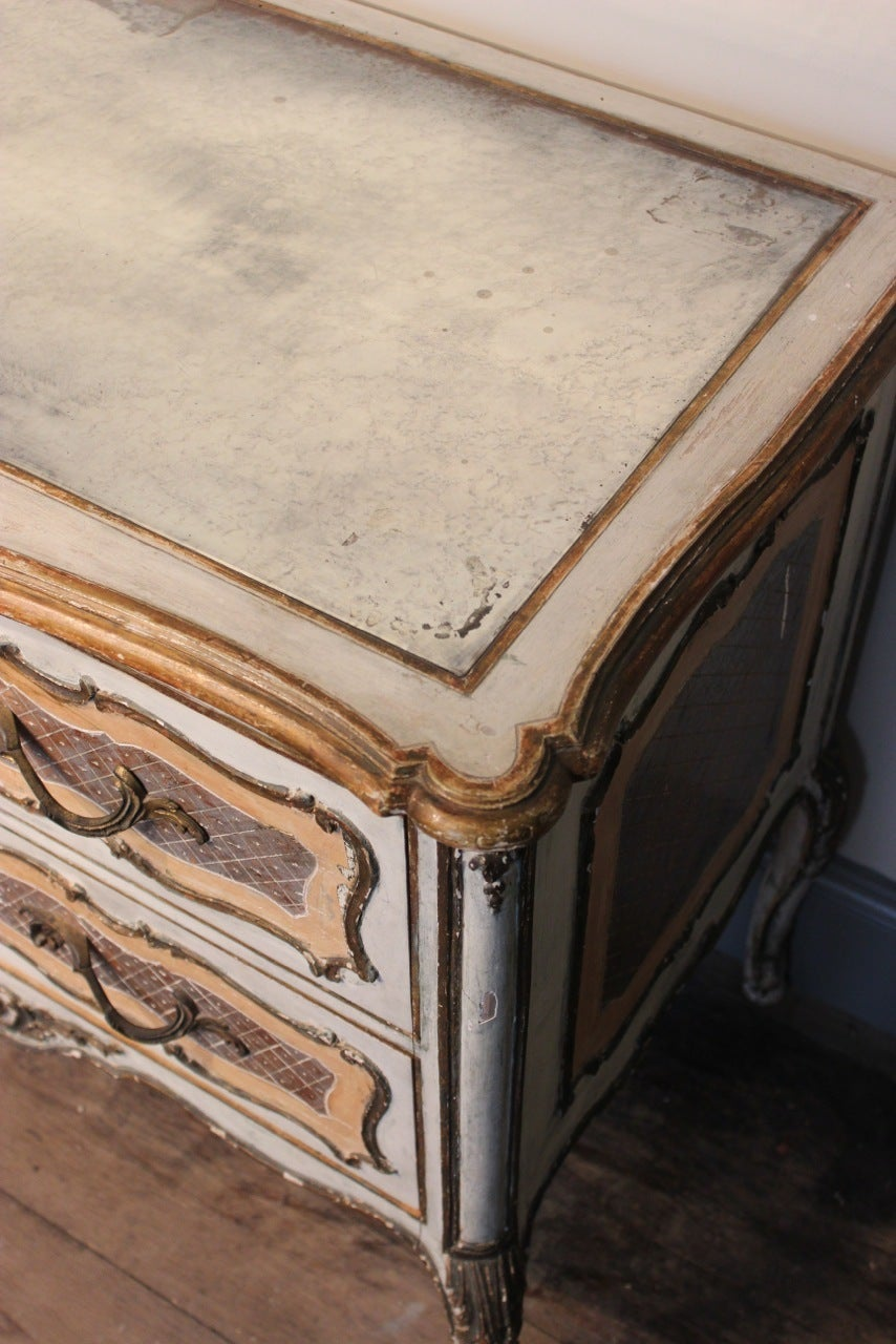 1950s Italian Painted Commode with its Original Mirrored Top For Sale 1