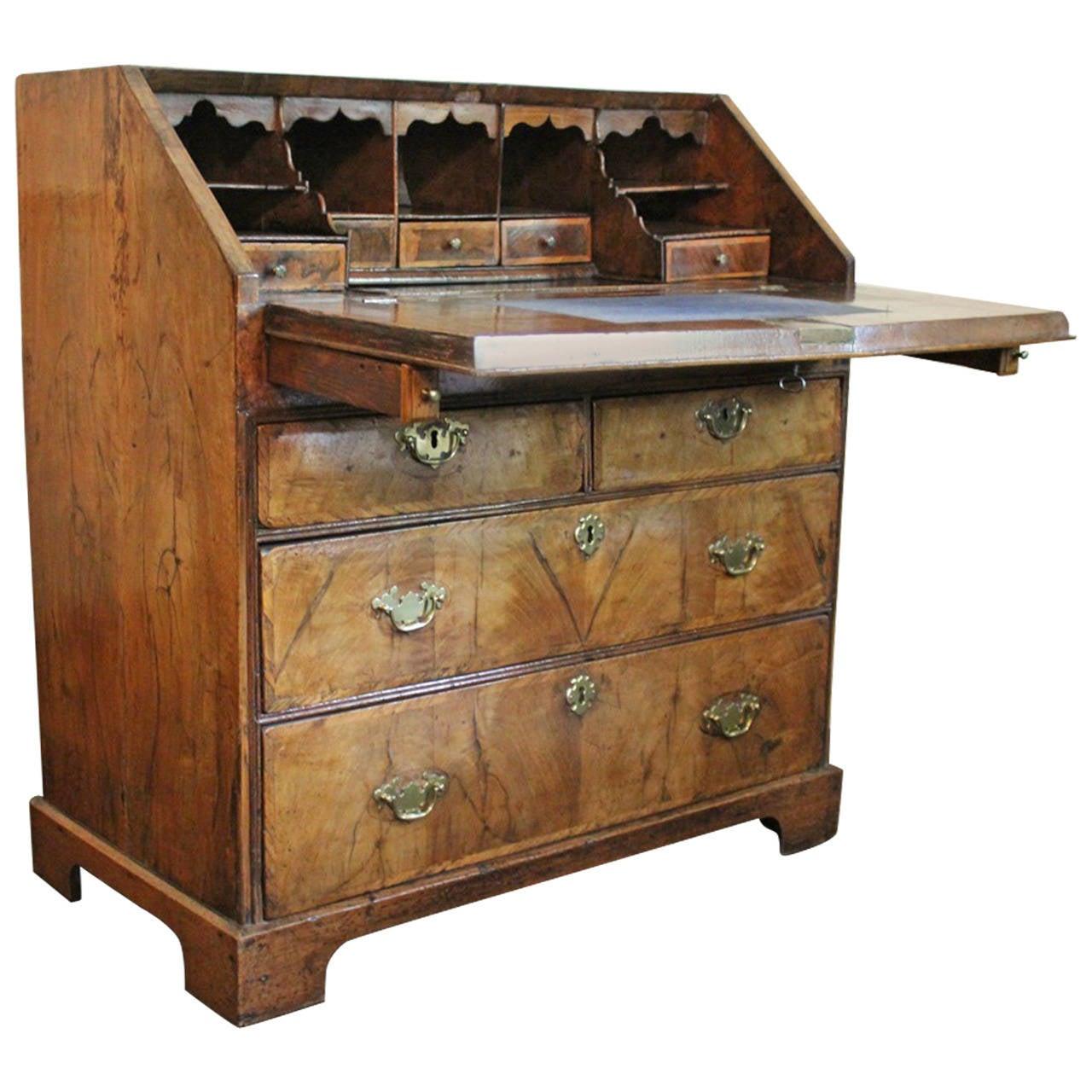early 18th century english george i walnut bureau at 1stdibs. Black Bedroom Furniture Sets. Home Design Ideas