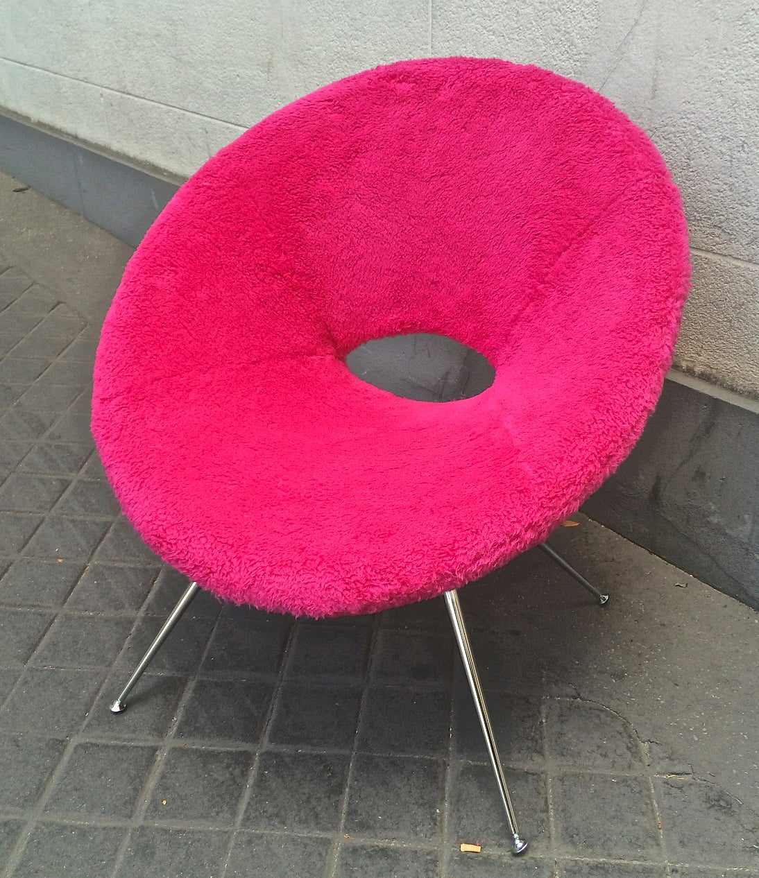 Pair of pink wool faux fur 1970s flying saucer chairs for sale at
