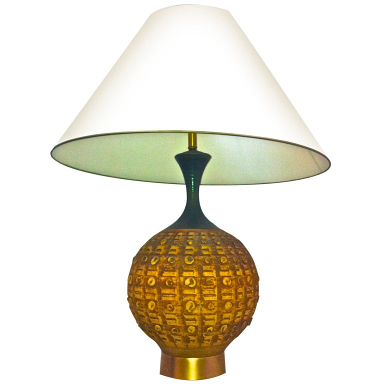 Superb Italian Ceramic Table Lamp With A Gold Metal Base