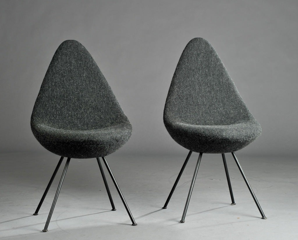 Drop chairs by arne jacobsen at 1stdibs for Arne jacobsen drop chair