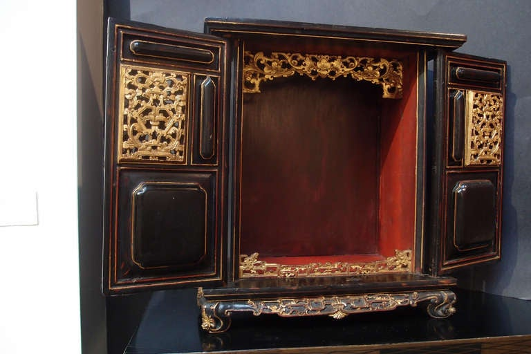 Chinese Lacquered and Gilt Shrine In Good Condition For Sale In Austin, TX