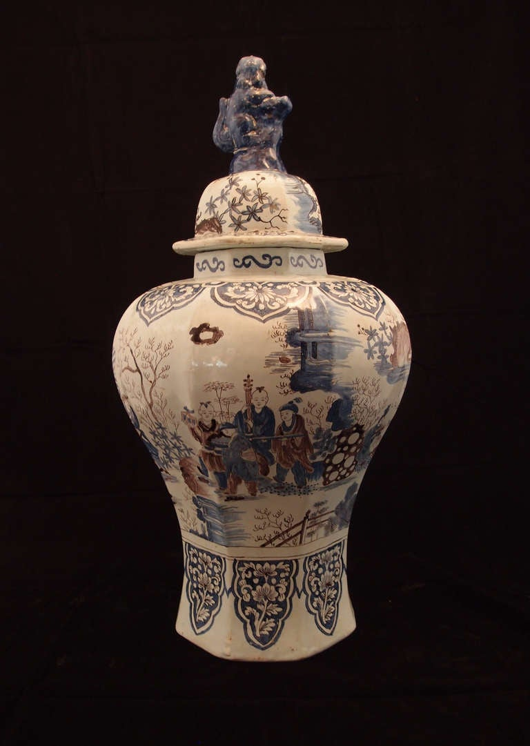 18th Century and Earlier Large Pair of Delft Chinoiserie Decorated Covered Octagonal Baluster Jars For Sale
