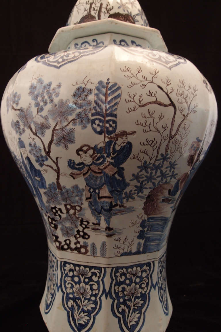 Paste Large Pair of Delft Chinoiserie Decorated Covered Octagonal Baluster Jars For Sale