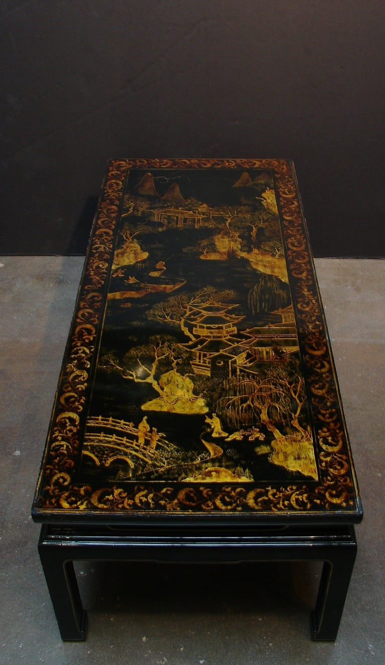A Chinoiserie Black Lacquer and Gilt Decorated Coffee Table In Good Condition For Sale In Austin, TX