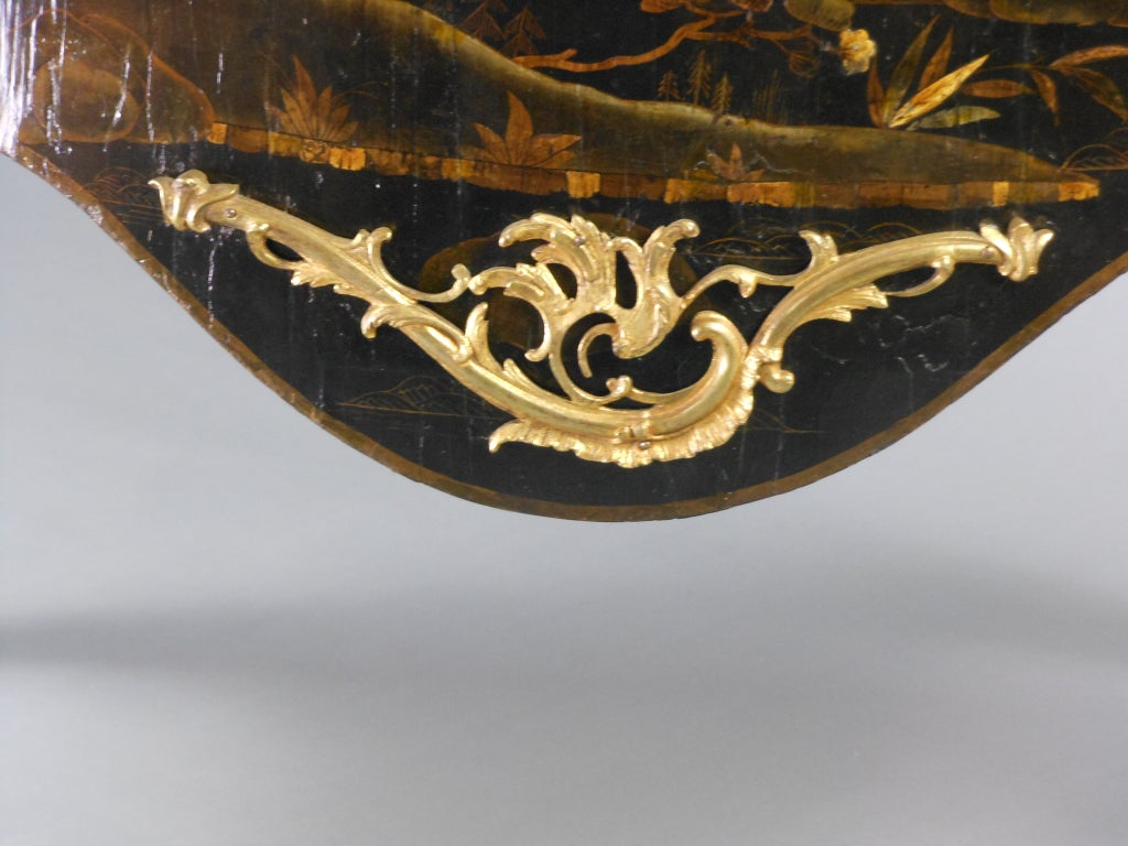 French Louis XV Gilt Bronze Mounted Black Lacquer Chinoiserie Commode In Good Condition For Sale In New York, NY