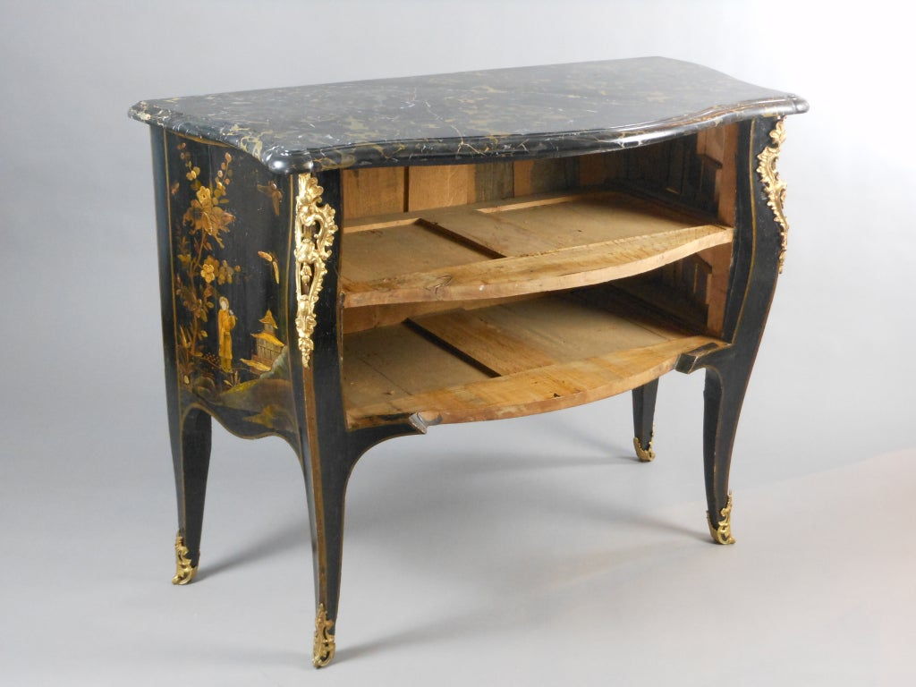 French Louis XV Gilt Bronze Mounted Black Lacquer Chinoiserie Commode For Sale 3