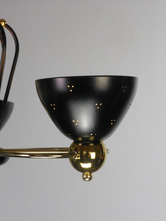 An American Mid-Century Modern Brass and Black Chandelier by Lightolier 10