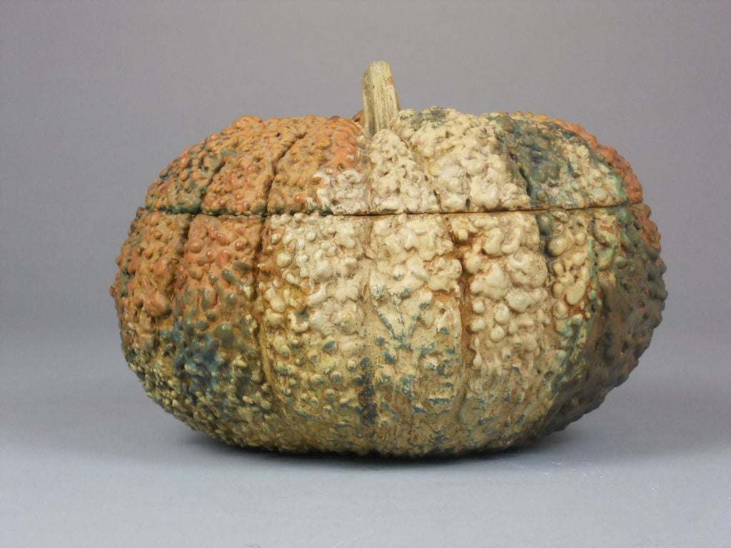 20th Century Japanese Lacquer Box in the Form of a Gourd For Sale