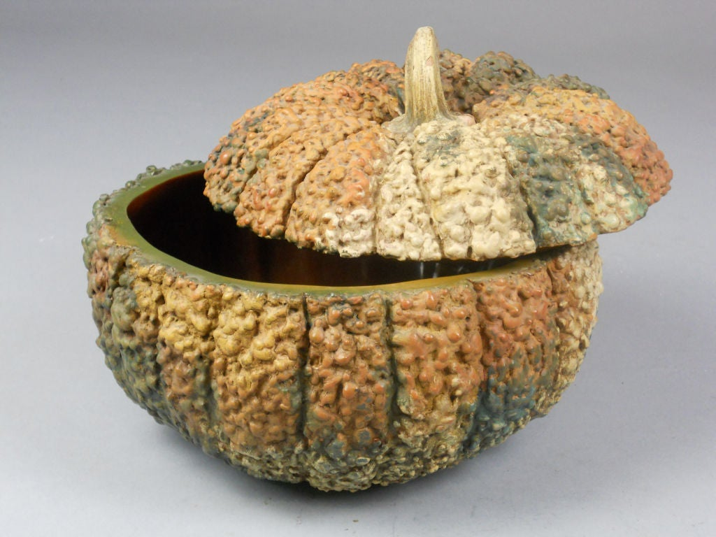 Japanese Lacquer Box in the Form of a Gourd For Sale 1