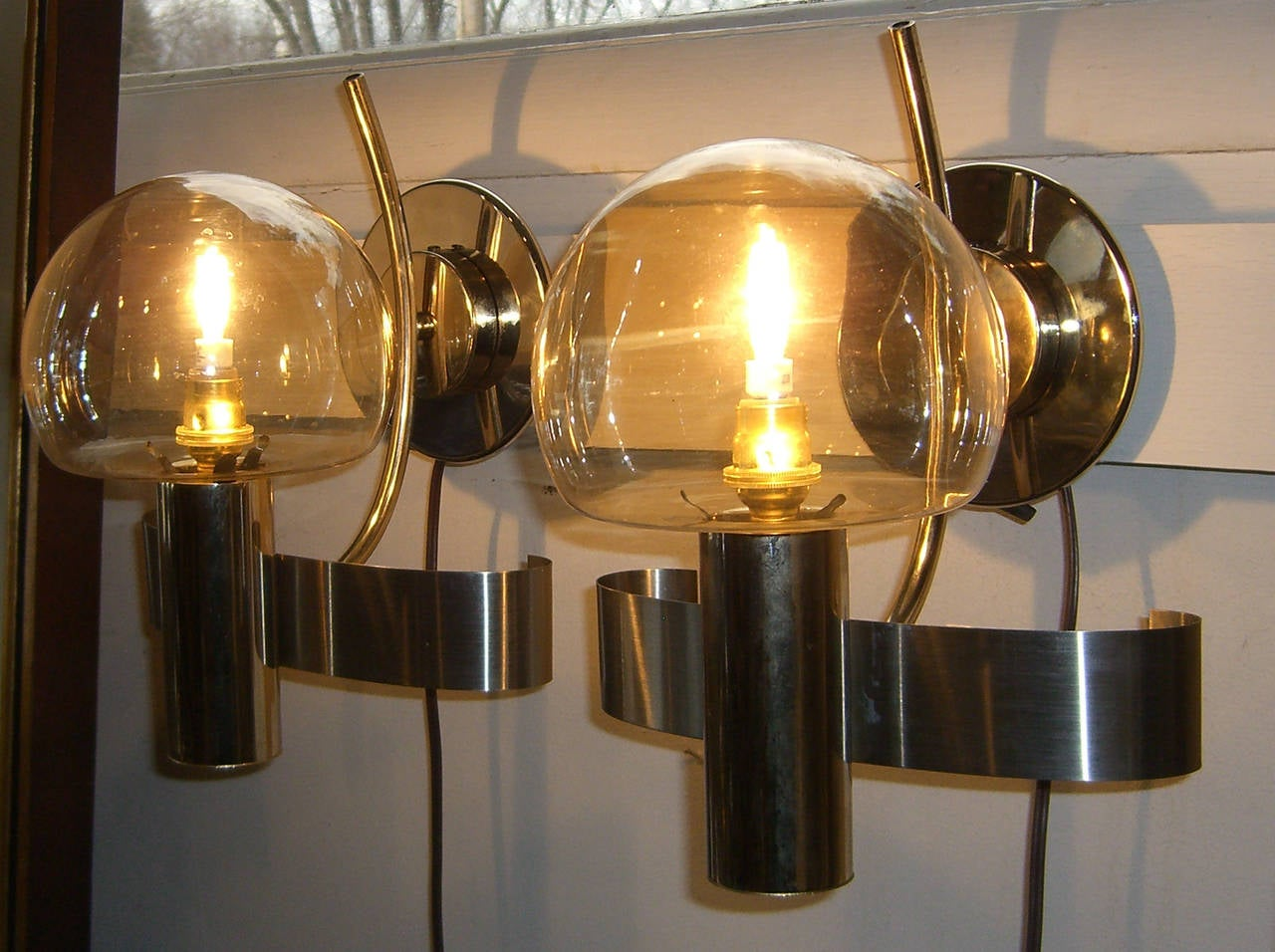 Pair of Mid-Century Modern Italian Glass and Metal Wall Lights In Excellent Condition For Sale In Mt Kisco, NY