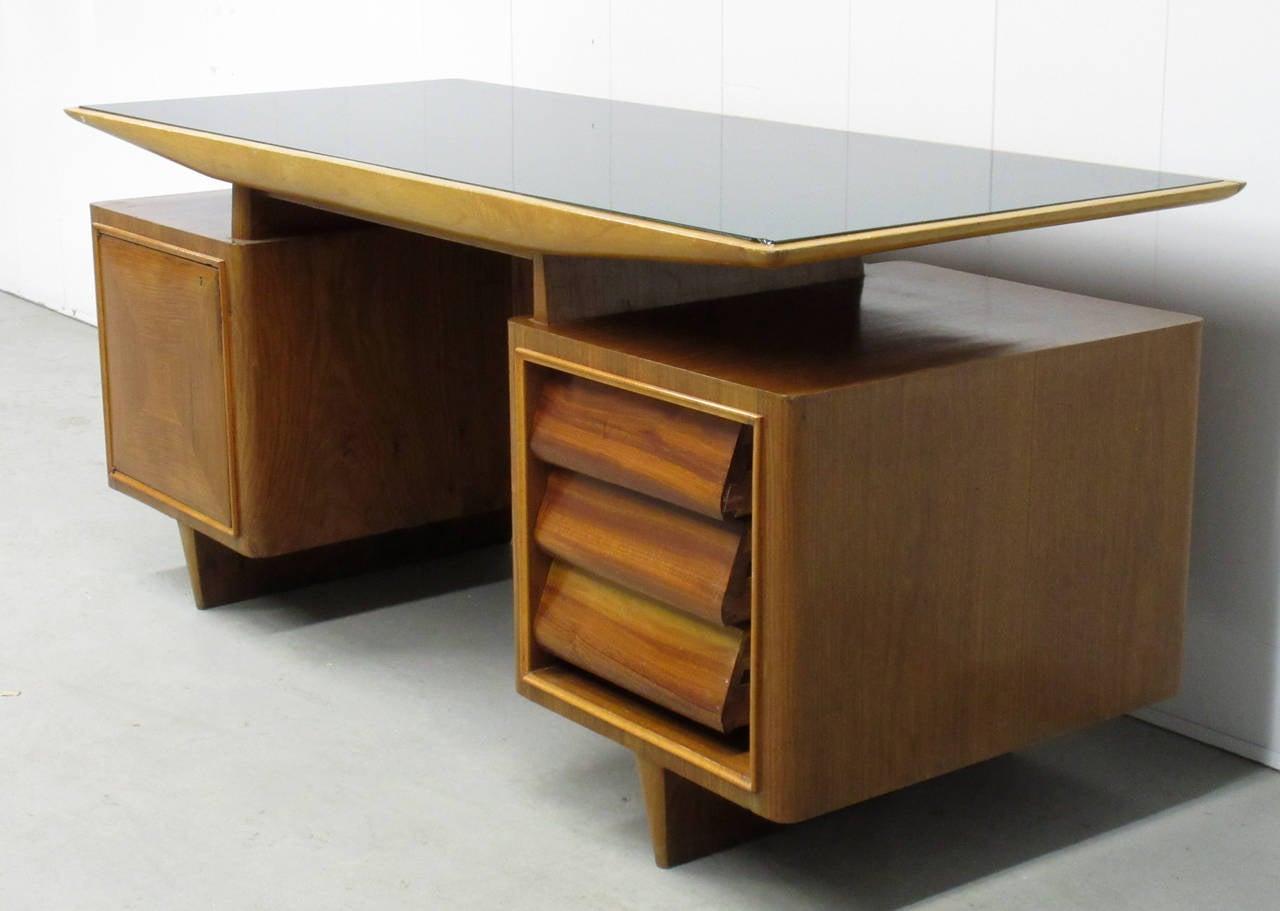Mid century modern italian executive desk for sale at 1stdibs for Modern office desk for sale