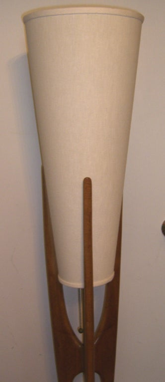 Mid Century Modern Danish Style Teak Wood Floor Lamp In Excellent Condition For Sale In Mt Kisco, NY