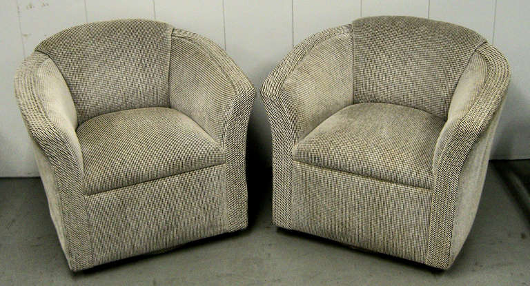 A Pair Of 1970 39 S Modernist Swivel Club Chairs At 1stdibs