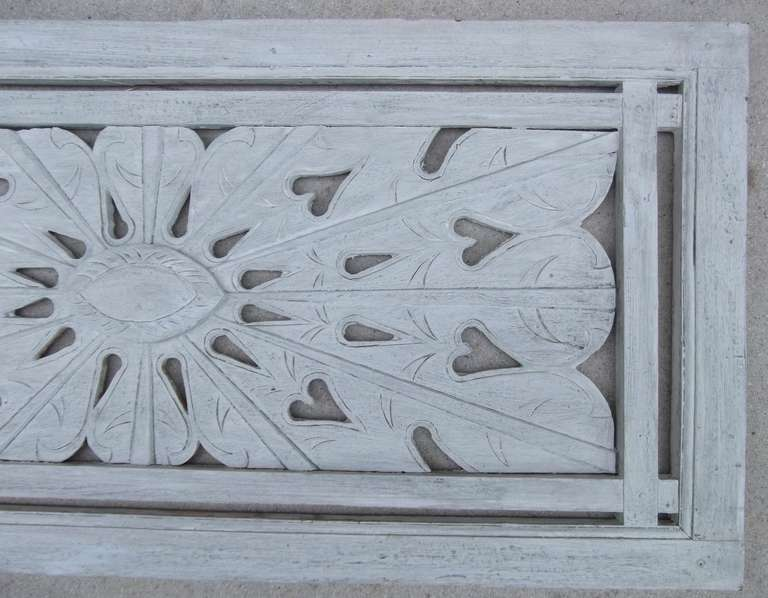 Architectural Vintage Wall Wood Carving In Excellent Condition For Sale In Delray Beach, FL