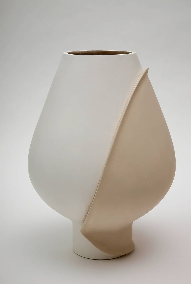 A large vase in polyester plaster and mat lacquer by Eric Schmitt