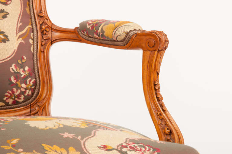 Walnut Fine Pair of French Louis XV Style Fauteuils For Sale