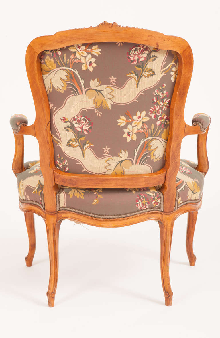 Rococo Fine Pair of French Louis XV Style Fauteuils For Sale