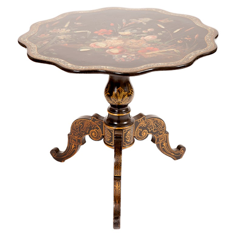Outdoor Victorian Table: Outdoor English Victorian Painted Iron Three-Legged Pub