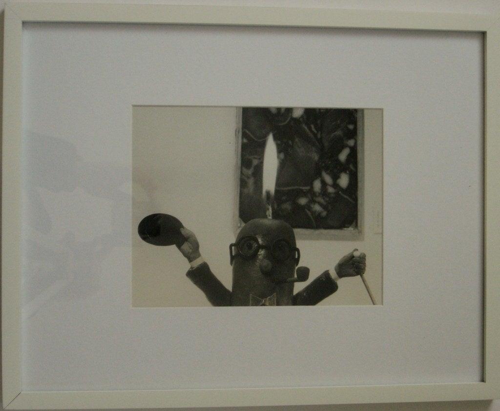 Original vintage photograph of an inspired art connoisseur. Hienz Rosenberg (Henry Rox) was born March 18, 1899 in Berlin.  Henry Rox was educated at:  The University of Berlin- 1919 - 1923:  Charlottenburger Kunst-gewerbeschule, Berlin -  - 1921 -